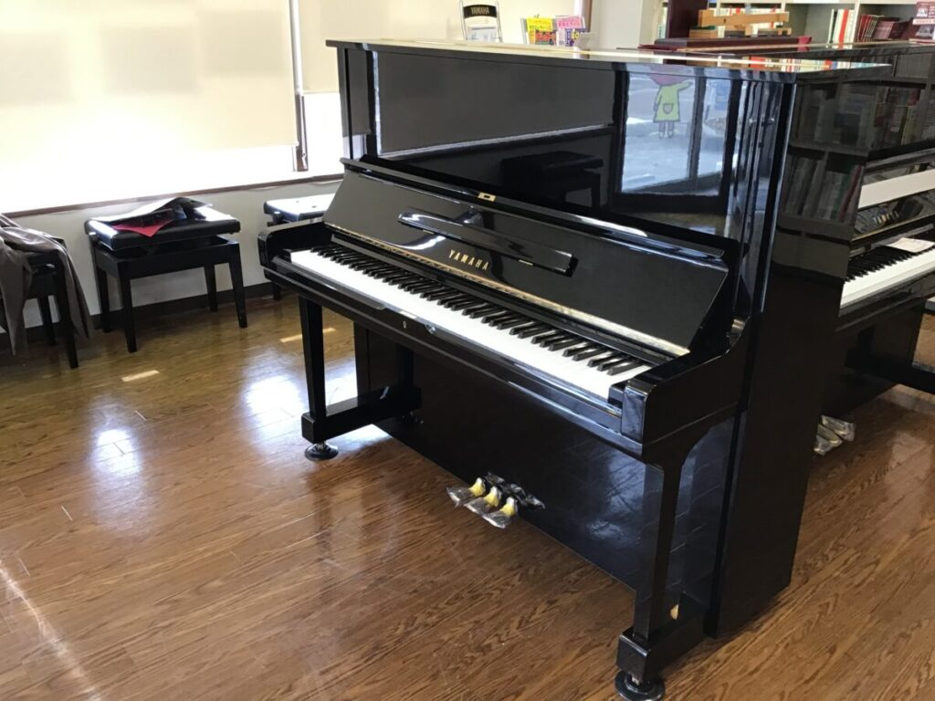 ヤマハ中古ピアノ U3H 三条店展示
